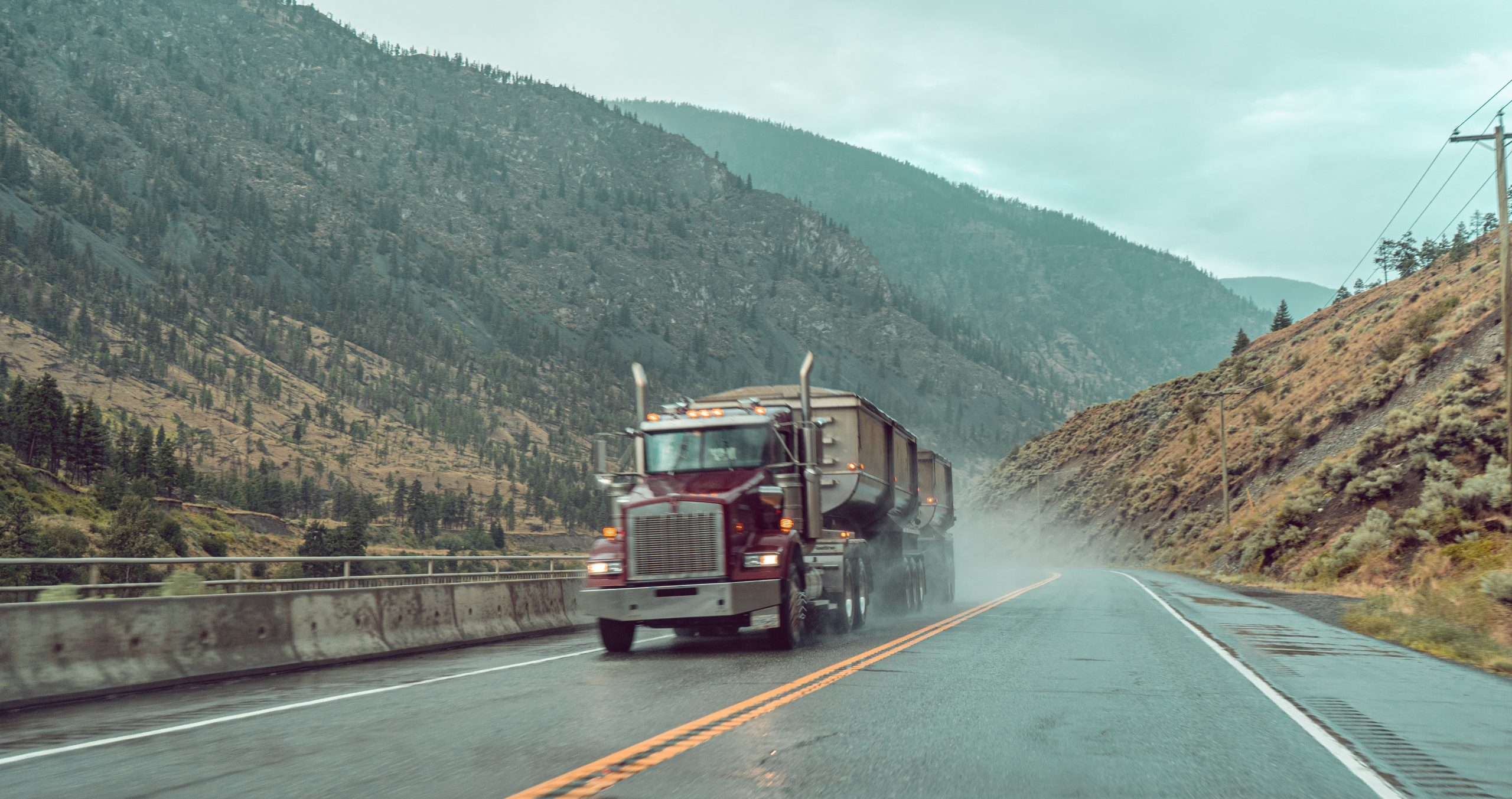 Read more about the article Side-mounted fuel tanks on semi trucks can be deadly