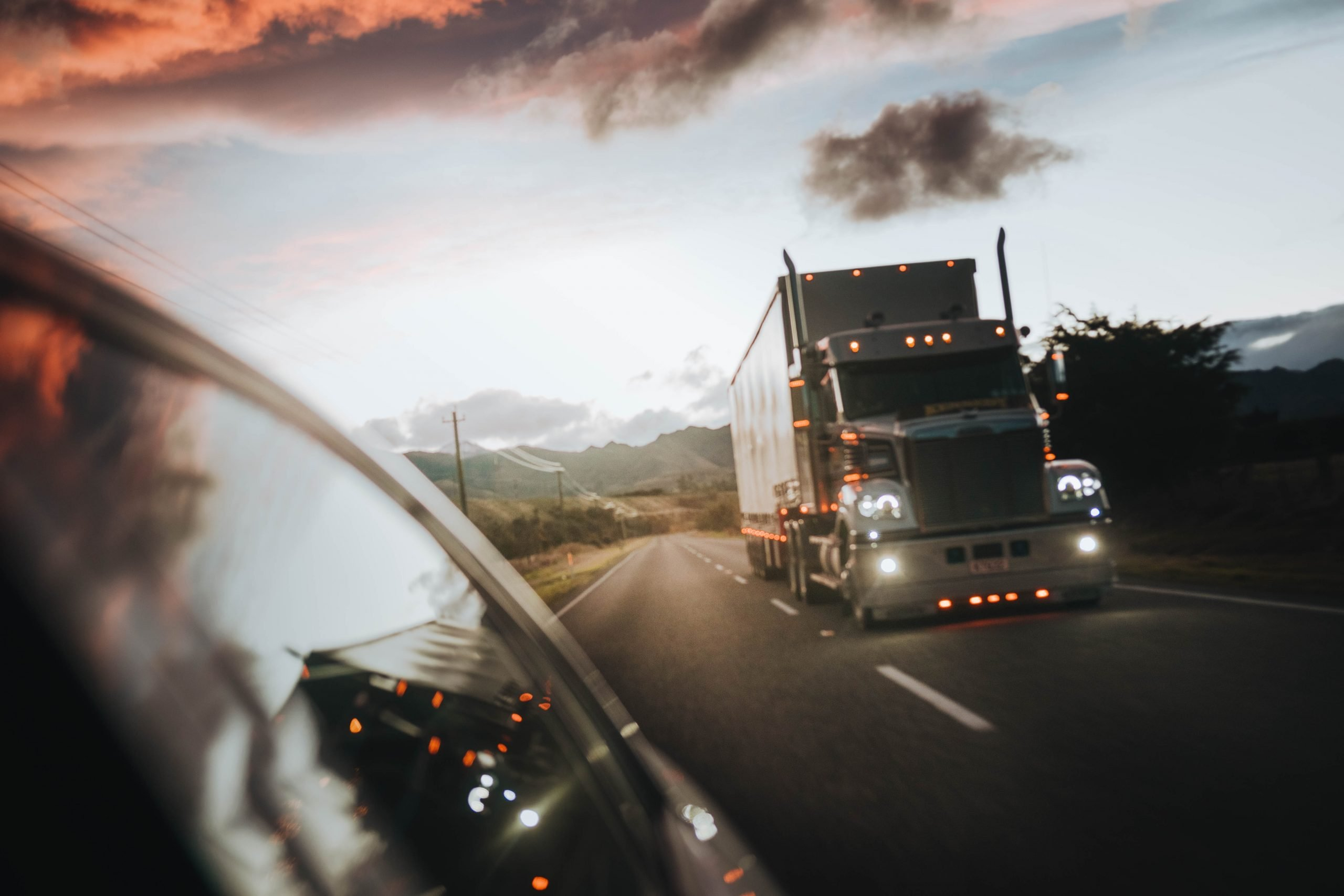 Read more about the article The minutes and hours after a truck crash are critical
